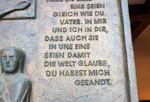 Joh 17, 21 auf der Klostertür in Marienwerder (Fotos: A. v. Winterfeld, privat)